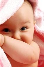 Bebê bonito curiosos