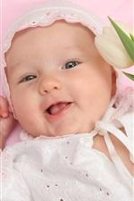 Tulip na mão do bebê