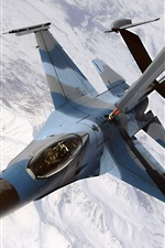 Air refueling of fighter aircraft
