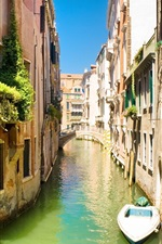 Preview iPhone wallpaper Venice canal boat bridge and house