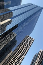 도시 고층 빌딩의 창 유리
