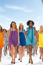 다채로운 여름 복장 패션쇼