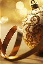 황금 크리스마스 공 및 리본