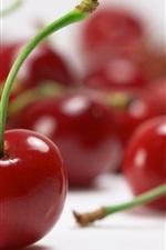 Красные вишни крупным планом