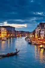 As luzes do Canal de Veneza à noite