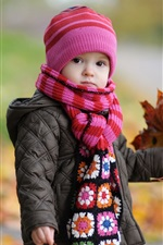 Preview iPhone wallpaper Cute baby in autumn