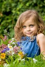 Verão menina loira adorável