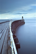iPhone fondos de pantalla El paseo de la superficie del mar, por la mañana temprano muelle