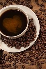 iPhone обои Чашку кофе, кофе в зернах размещены в форме сердца шаблон