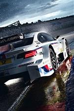 미리보기 iPhone 배경 화면 경주에서 BMW M3는 아침 비가