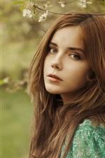 iPhone обои Красивые коричневые волосы девушка в лесу