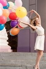 iPhone обои Улыбка девушки, красочные воздушные шары