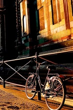 iPhone обои Флоренция, Тоскана, Италия город улица, дом, велосипед, восход