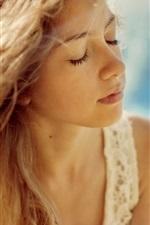 iPhone壁紙のプレビュー 夏の女の子、青い背景