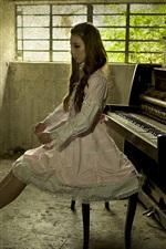 iPhone обои Музыка девушка, фортепиано, комната