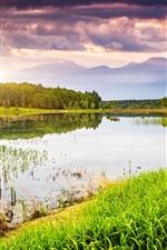 iPhone обои Природа пейзаж, озеро, вода, трава, деревья, горы, небо, закат, облака