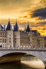 Preview iPhone wallpaper Conciergerie, Paris, France, bridge, river, sky, clouds, sunset