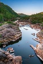 Rio, montanhas, rochas, pedras, árvores