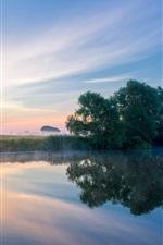 Inglaterra, condado de Worcestershire, rio Avon, névoa, manhã, verão