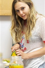 Preview iPhone wallpaper Elizabeth Olsen 02