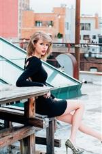 Taylor Swift 32