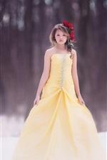Crianças, menina, vestido amarelo, penteado, flores