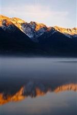 iPhone fondos de pantalla Montañas, lago, mañana, la niebla, la reflexión del agua