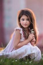 Menina vestido branco bonito, flores