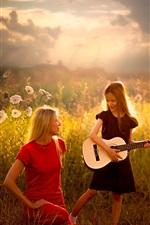 Menina com sua mãe, guitarra, raios do sol