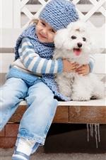 Menina bonito com cão, amigos