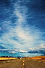 Vorschau des iPhone Hintergrundbilder Road, blauer Himmel, Wolken, der Abstand