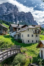 iPhone fondos de pantalla San Cassiano, Alta Badia, Italia, Dolomitas, pueblo, casa, puente, montaña