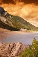 Costa, mar, montanhas, recifes, agulhas de pinho árvores, nuvens, pôr do sol