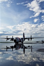 Airport, water, planes
