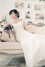 iPhone壁紙のプレビュー 白いドレスのアジアの女の子、花嫁、ソファー