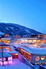 Lindner Alpentherme no inverno, crepúsculo, neve, montanha, luzes, Suíça
