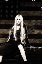 Taylor Momsen 04