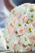 Wedding flowers, bouquet, pink roses and white daisy, shoes