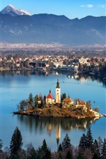 iPhone fondos de pantalla Radovljica, Eslovenia, río, isla, iglesia, casas, montañas