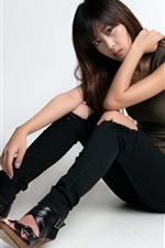 Fashion korean girl, sit on floor