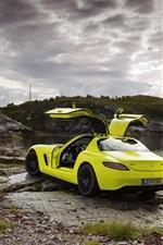 iPhone壁紙のプレビュー メルセデス・ベンツSLS AMG緑スーパーカー、海岸、雲
