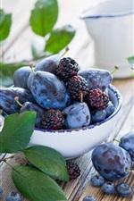 Ameixas e amoras, frutas close-up