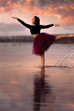 Preview iPhone wallpaper Girl dancing in the water