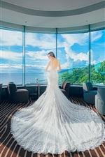 iPhone обои Белые платья девушки в отеле стороне окна