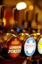 Preview iPhone wallpaper Bar, beer