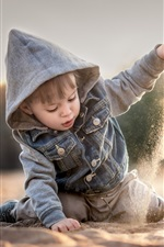 Preview iPhone wallpaper Child boy play sands