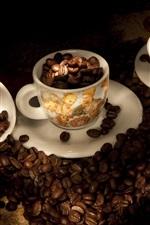 Grãos de café, copos, luz