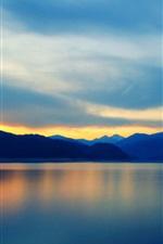Montanhas, lago, reflexão da água, nuvens, céu, pôr do sol
