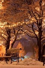 iPhone обои Зима, ночь, снег, скамейки, деревья, улица, праздник огней