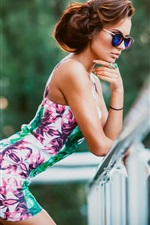 Preview iPhone wallpaper Fashion girl, short hair, sunglasses